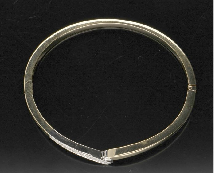 14 kt - Yellow gold women's bangle set with brilliant cut diamonds in a white gold setting, approx. 0.46 ct - Inner size 5.9 mm