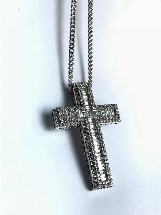 """18ct White Gold 2.75ct Diamond Cross Necklace / 18ct white Gold 18"""" curb chain"""