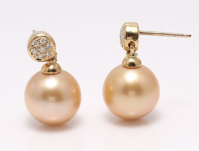 18K Yellow Gold Earrings Featuring 0.11Ct SI-G Diamonds and Lustrous Golden South Sea Pearls - No Reserve Price -