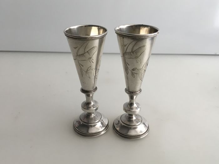 Edwardian pair of silver Russian vodka cups, Moscow ca. 1908