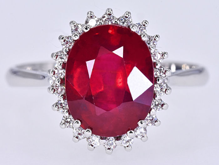 3.37 Ct Ruby and Diamonds, rosette ring in 18kt gold NO RESERVE price!