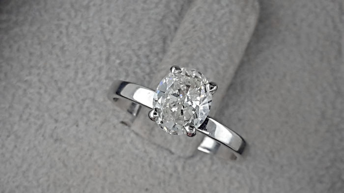 AIG 0.97 carat  E/VS1 Round Diamond Solitaire Engagement Ring in Solid White Gold 14K