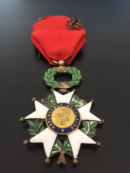 French Medal of Knight of the Legion of honour Fourth Republic (1946-1958) with centre in gold and Cross of Lorraine