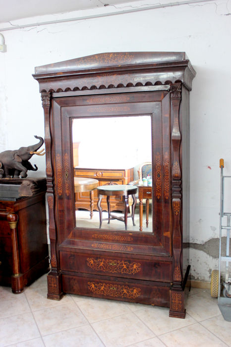 Neapolitan Smith closet made of crotch mahogany inlaid with maple from the early 19th century