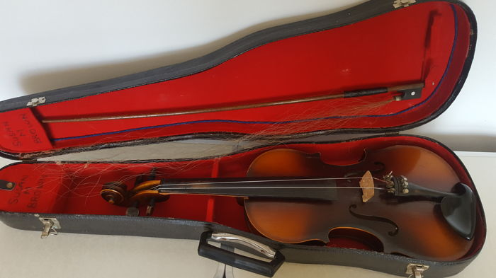 Tatra By Rosetti Stradivarius model Violin and bow with hard case