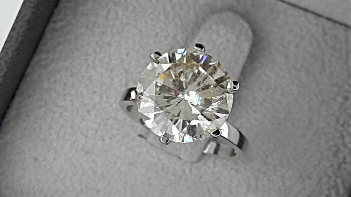 AIG 6.25 carat Round Diamond Solitaire Engagement Ring in Solid White Gold 14K