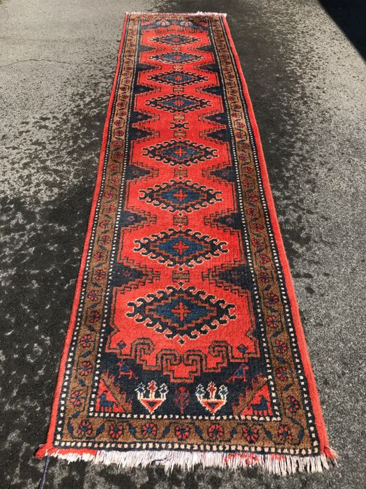 Persian runner dimensions 325 cm x 82 cm