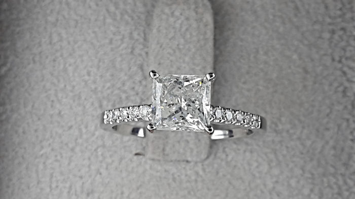 AIG 1.53 carat TCW Diamond Engagement Ring in Solid White Gold 14K
