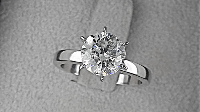AIG 2.24 carat Round Diamond Solitaire Engagement Ring in Solid White Gold 14K  *** NO RESERVE PRICE ***