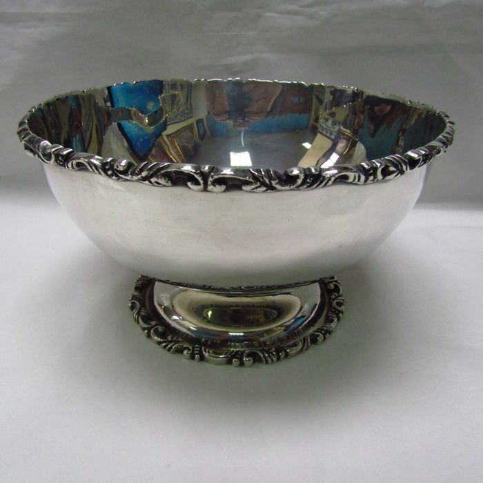 AVM. Sterling silver centrepiece or fruit bowl. Mexico, 20th. 806 g