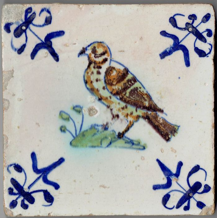 Gorgeous 17th century tile with a bird of prey - Intact