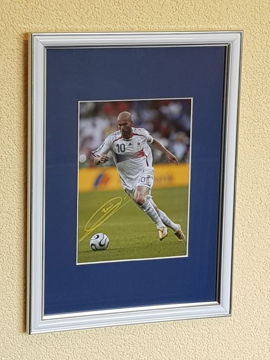 Zinedine Zidane - France football legend - hand signed photo in professional passepartout + COA