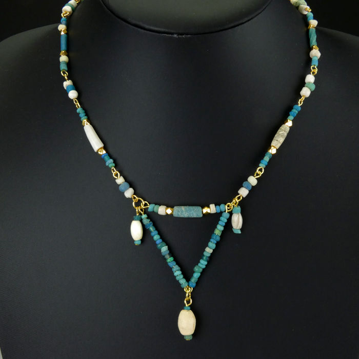 Römisches Reich Glas Necklace with Roman turquoise glass/shell beads - 44 cm - (1)