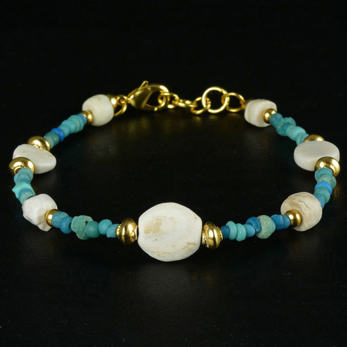 Römisches Reich Glas Bracelet with Roman turquoise glass / shell beads - 21 cm - (1)