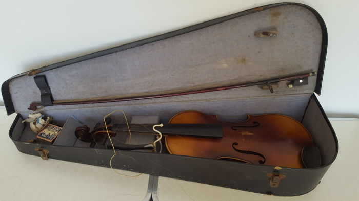 Antonius Stradivarius Cremonensis Faciebat Anno 1713 violin with bow and hard case.