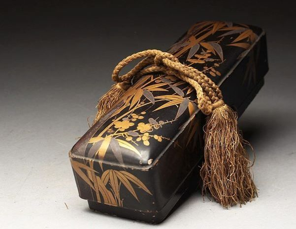 Lacquered box decorated with a maki-e design of bamboo and ume (Japanese apricot)  - Japan - Late 19th century (Meiji Period)