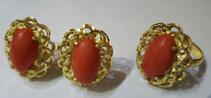 Gold 18 kt/750 - Earrings and ring with natural red corals - 11 grams - NO RESERVE