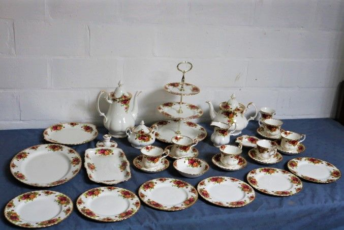 Royal Albert - 30-piece coffee set  'Old Country Roses'