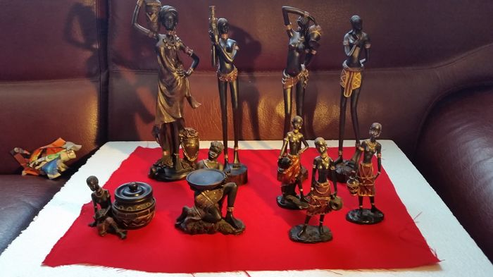 Collection of 9 figurines