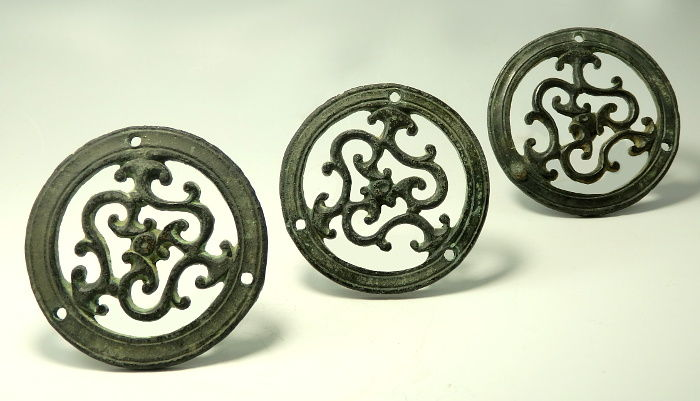 Antica Romano Bronzo Set of Three Circular Openwork Mounts - 6.5cm - 7cm diam - (3)