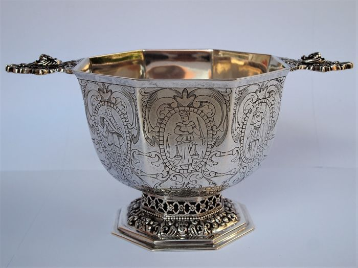 Gorgeous Dutch Silver Eight Sided Brandy Bowl, after 17th century Frisian model,  Zaanlandse Zilversmederij, 20th Century