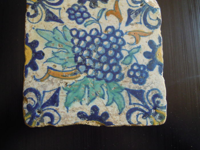 Multicoloured bunch of grapes tile