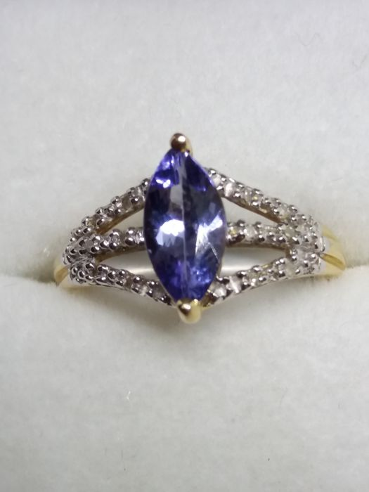 Marquise cut Tanzanite and accenting Diamond gold ring.No reserve