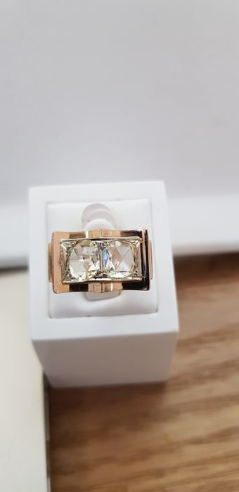Rose gold tank ring 750 set with two superb diamonds, totalling 2.60 ct.
