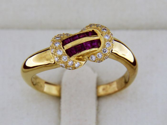 Ring 18 kt gold rubies and diamonds - Size: 56