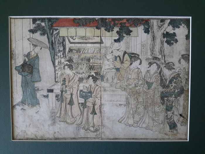 Original woodblock print double-page illustration attributed to Kitao Masanobu (Santo Kyoden, 1761-1816) - High-ranking courtesans strolling with their retinue in front of a medicinal root shop - Japan - ca. 1800-10 (Edo Period)