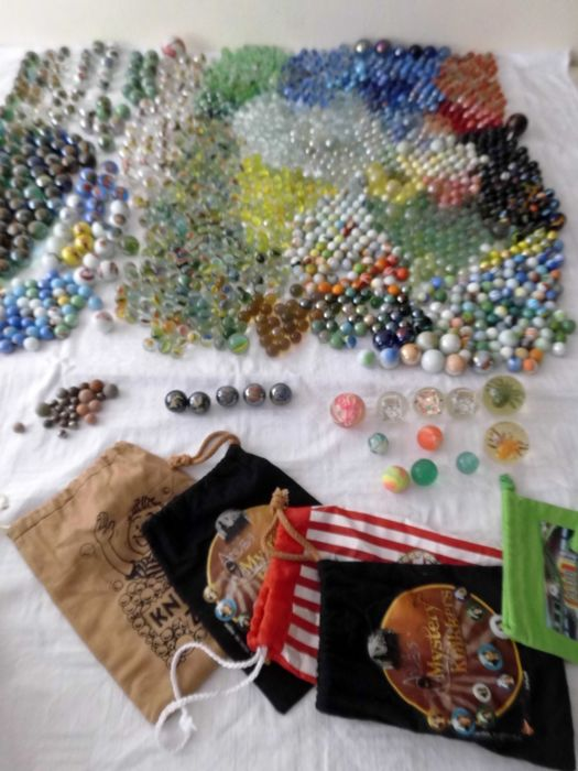 Over 12 kg of Marbles - including Danny Phatom-Jimmy Neutron-Rocket Power-Avatar-Anubis-football clubs and players and many more
