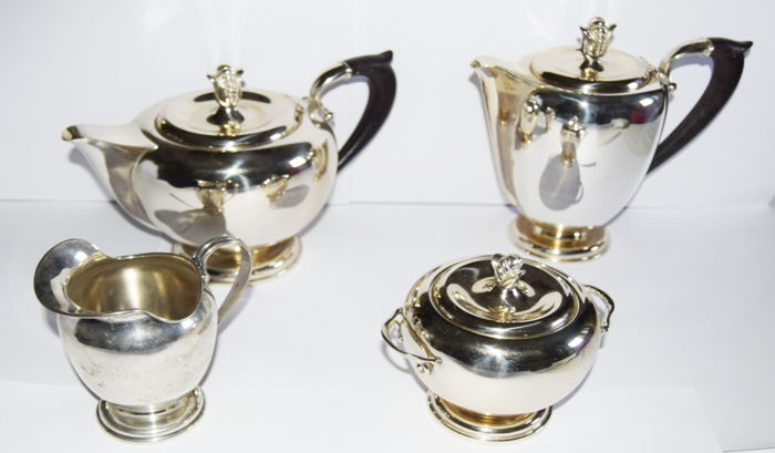 Tea and Coffee Set in solid silver and in Art Deco style - Italy, 20th century