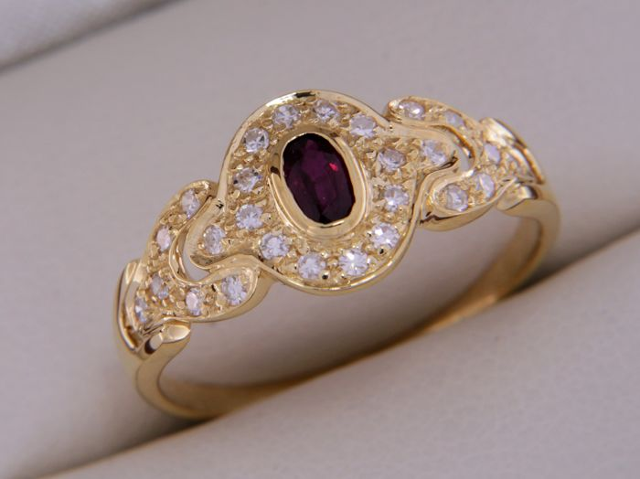 18 kt yellow gold ring, rubies and diamonds - size: 52 - very easily resizable