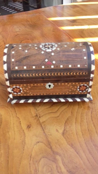Wooden music box - Syrian and Orientalism - Wood and bone marquetry - 20th century