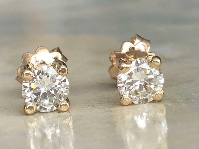 Magnificent pair of 18 kt yellow-gold solitaire earrings in new condition, with brilliant-cut diamonds of approx. 1.26 ct in total, H/VS