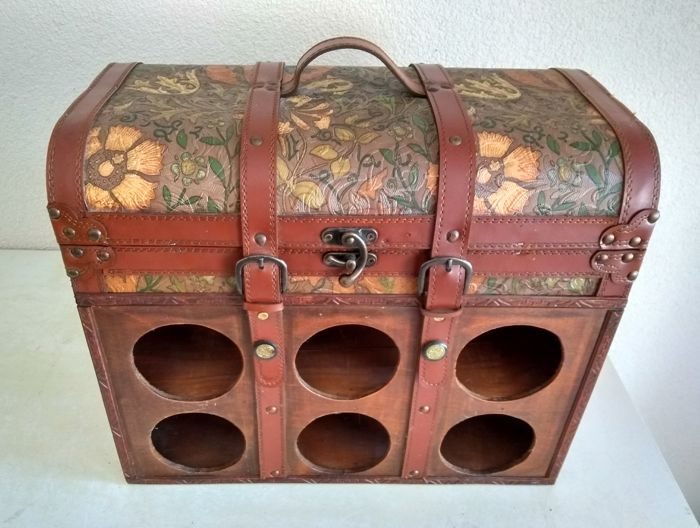 Wine storage box made of wood and leather, can fit 6 bottles