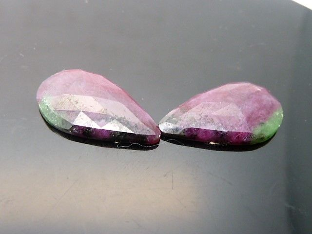 Pair of rubies with zoisite - 13.72 ct - **No Reserve Price**
