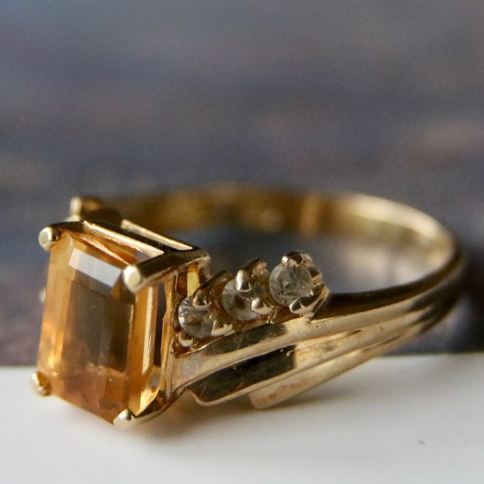 Gold ring with rectangular facetted honing color Topaz approximately 7.7X5.5mm - No Reserve price