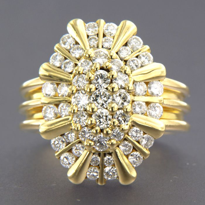 18 kt yellow gold ring set with 47 brilliant cut diamonds, approx. 2.00 ct in total