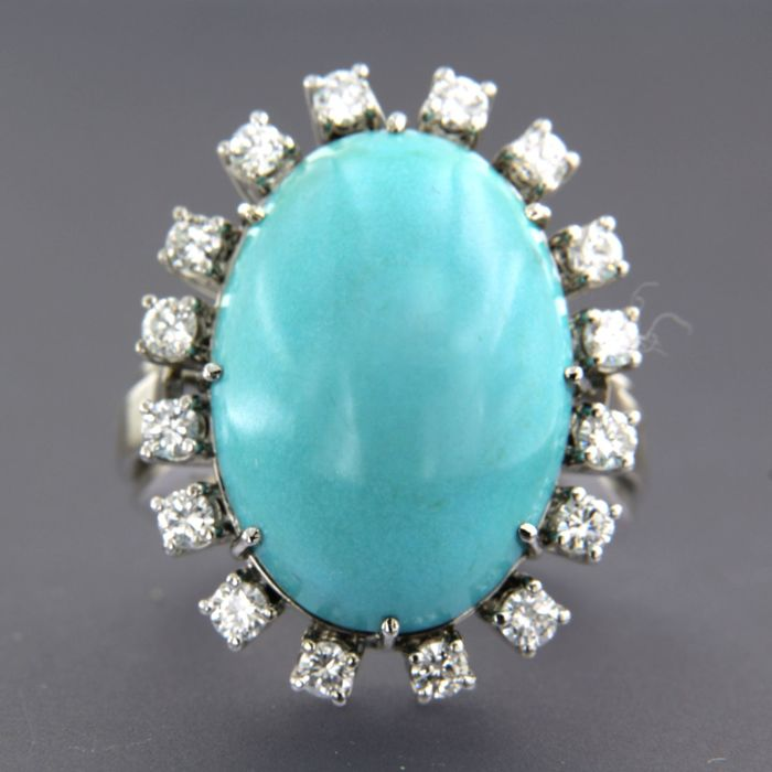 14 kt white gold ring set with a cabochon cut turquoise and 16 brilliant cut diamonds approx. 1.00 carat in total