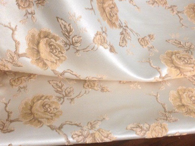 5.60 meters of gorgeous San Leucio damask fabric with floral designs and golden roses in relief