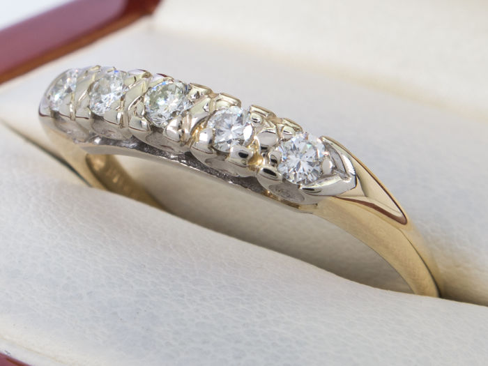 Diamond/brilliant ring with 5 diamonds - 14k gold - No Reserveprice.