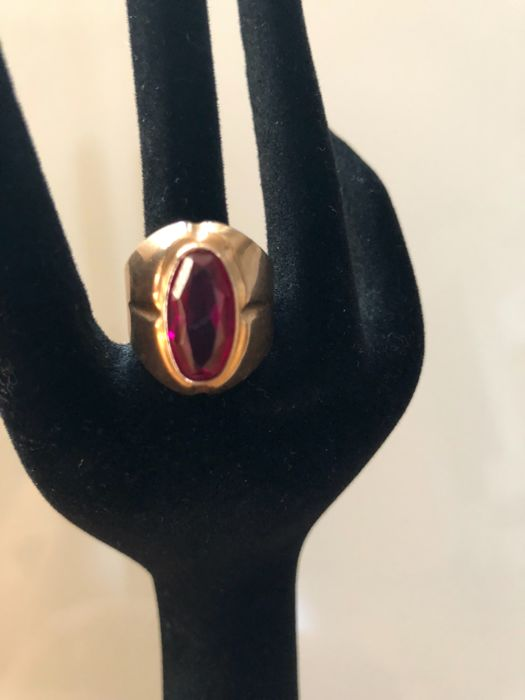 Gold ring with 14 kt and framed natural, heat-treated ruby