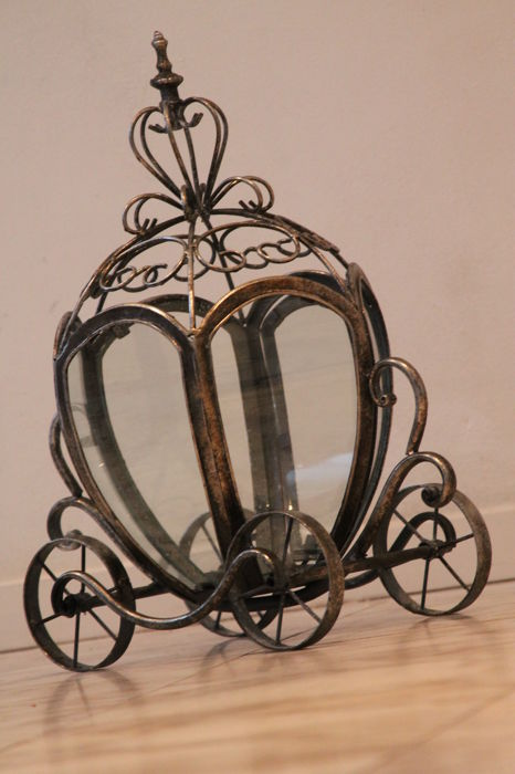 wind light in the shape of the assepoester key - Iron (cast/wrought)