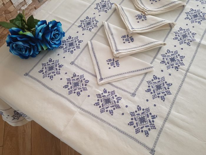 Tablecloth made of pure linen in handmade Antique stitch embroidery - Linen