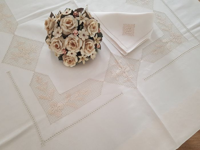 Elegant Tablecloth For 12 In Pure Linen With Handmade Sicilian Drawn Thread  Embroidery