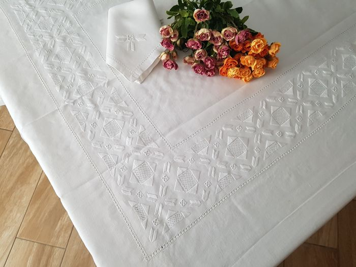 Spectacular tablecloth for 12 - pure linen with antique stitch embroidered - entirely handmade