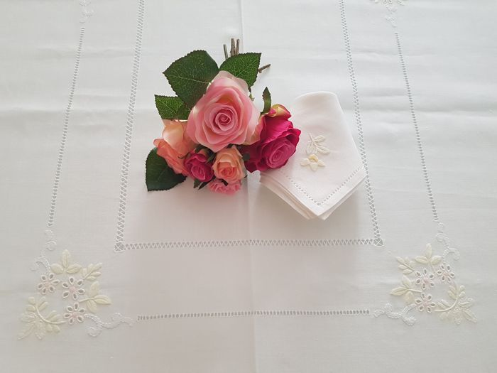 Tablecloth in linen canvas embroidery full stitch by hand - Linen