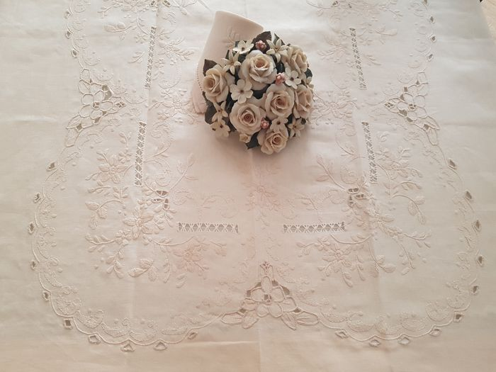 Tablecloth x12 linen embroidery hand carving - Linen
