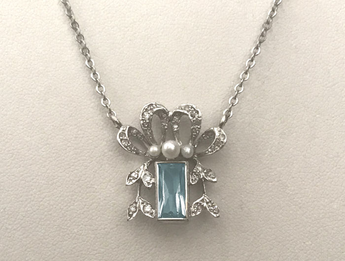 Art Deco necklace with aquamarine pendant, diamonds brilliants and genuine pearls made of 585 gold / 14 kt white gold